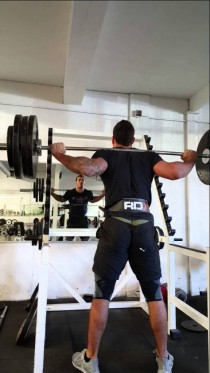 optimus-10X160kg-Squat